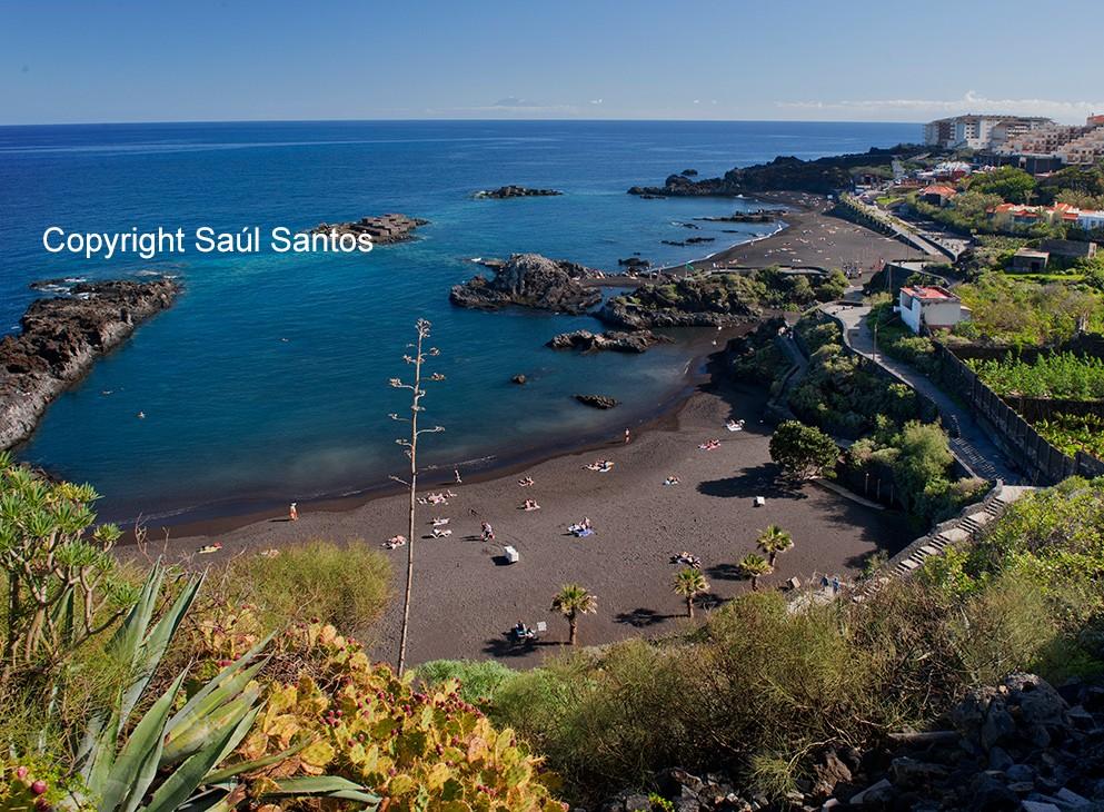 Sol y playa todo el añoLas playas de La Palma destacan por su limpieza y por la pureza de sus aguas.