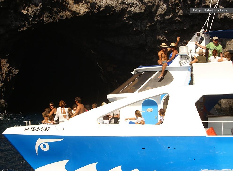 EXPERIENCIAS INOLVIDABLESMar, tierra o aire…Un momento especial espera por usted en cada rincón de la Isla Bonita.